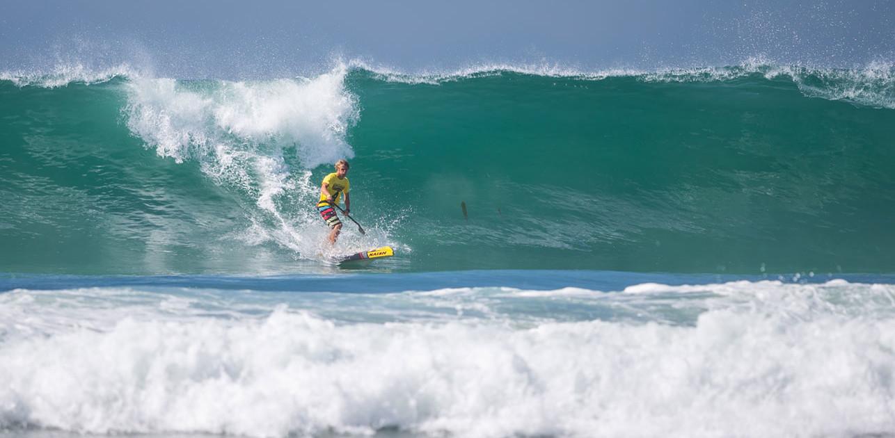Alt kan ske ude i bølgerne på Hawaii. Foto: Andrew Welker
